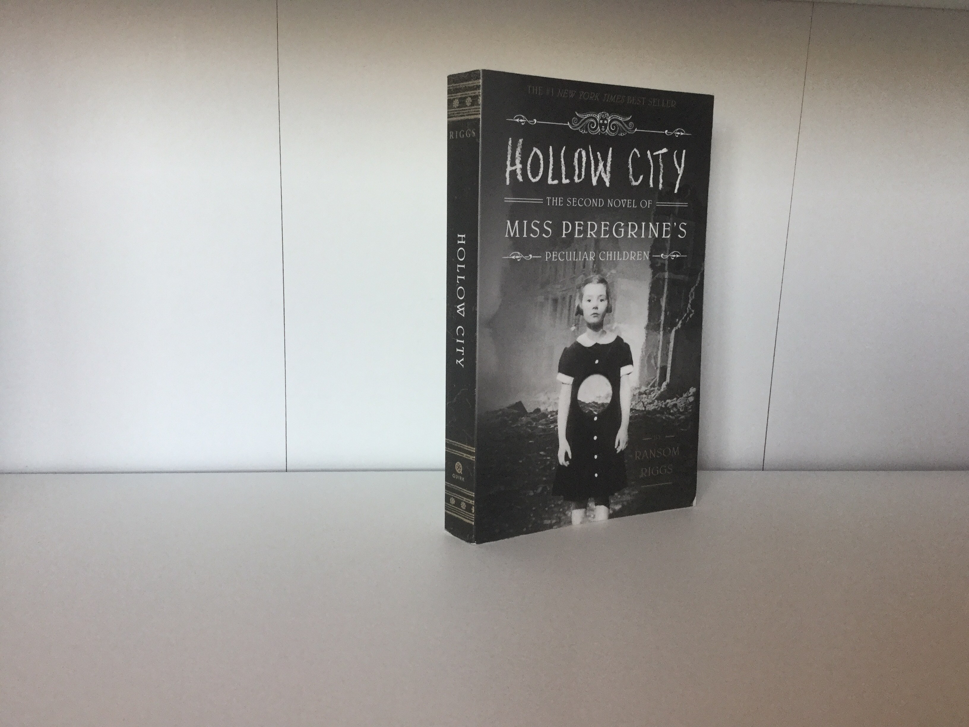 The cover of Hollow City by Ransom Riggs