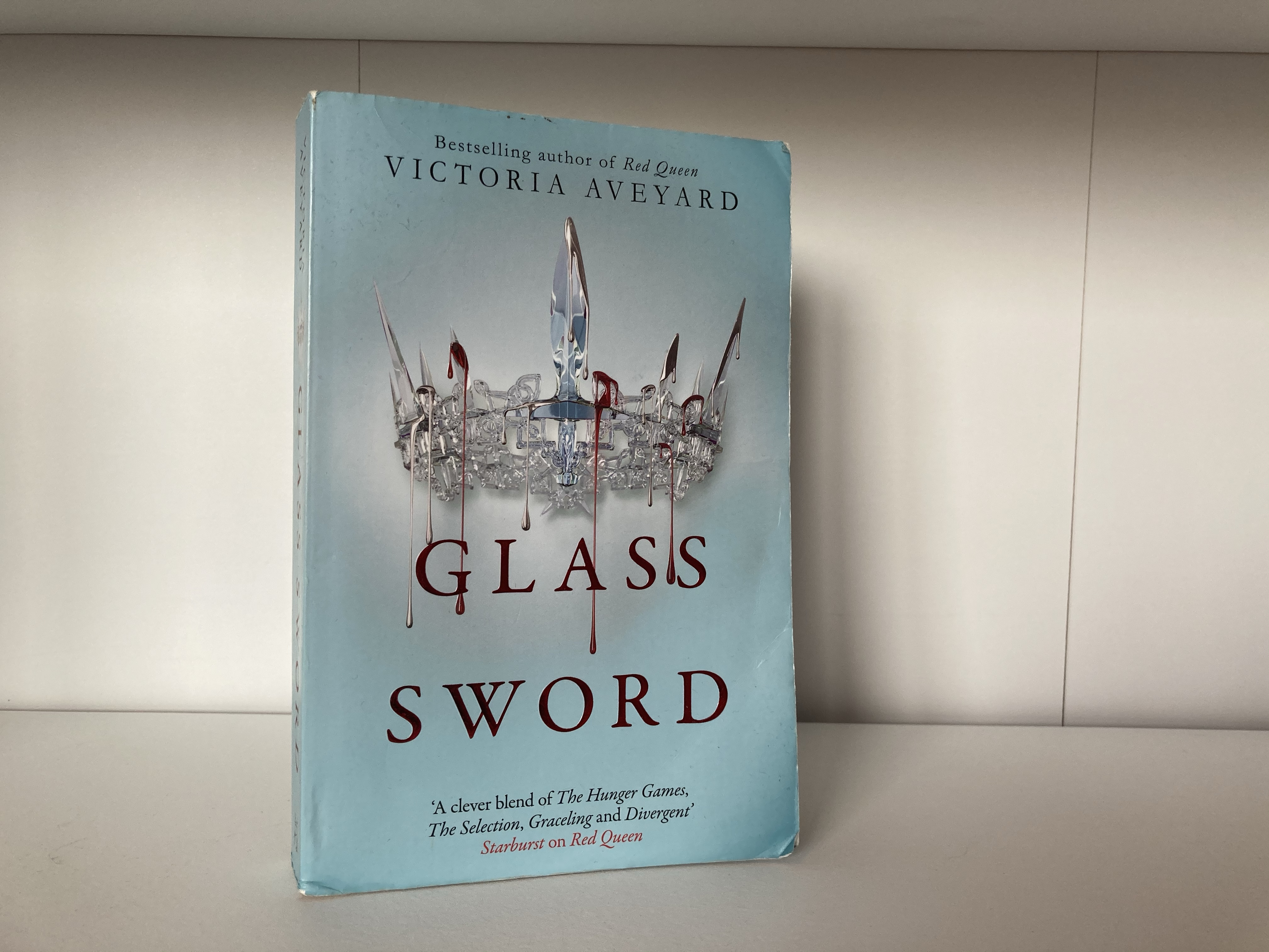 The cover of Glass Sword by Victoria Aveyard