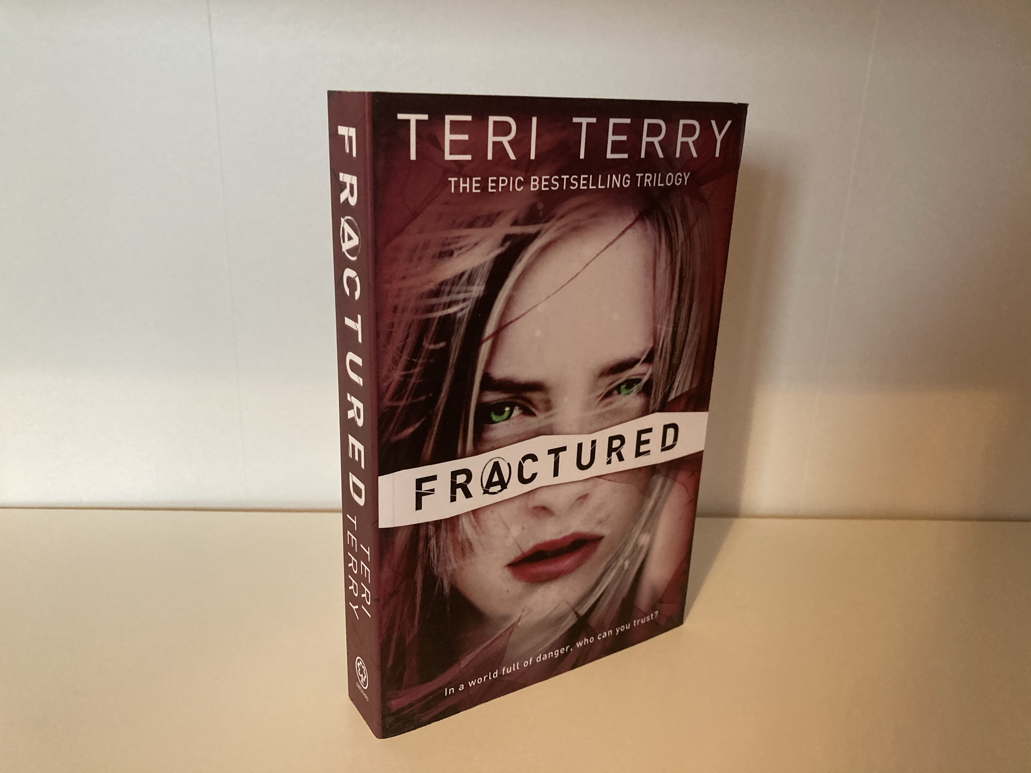 The cover of Fractured by Teri Terry