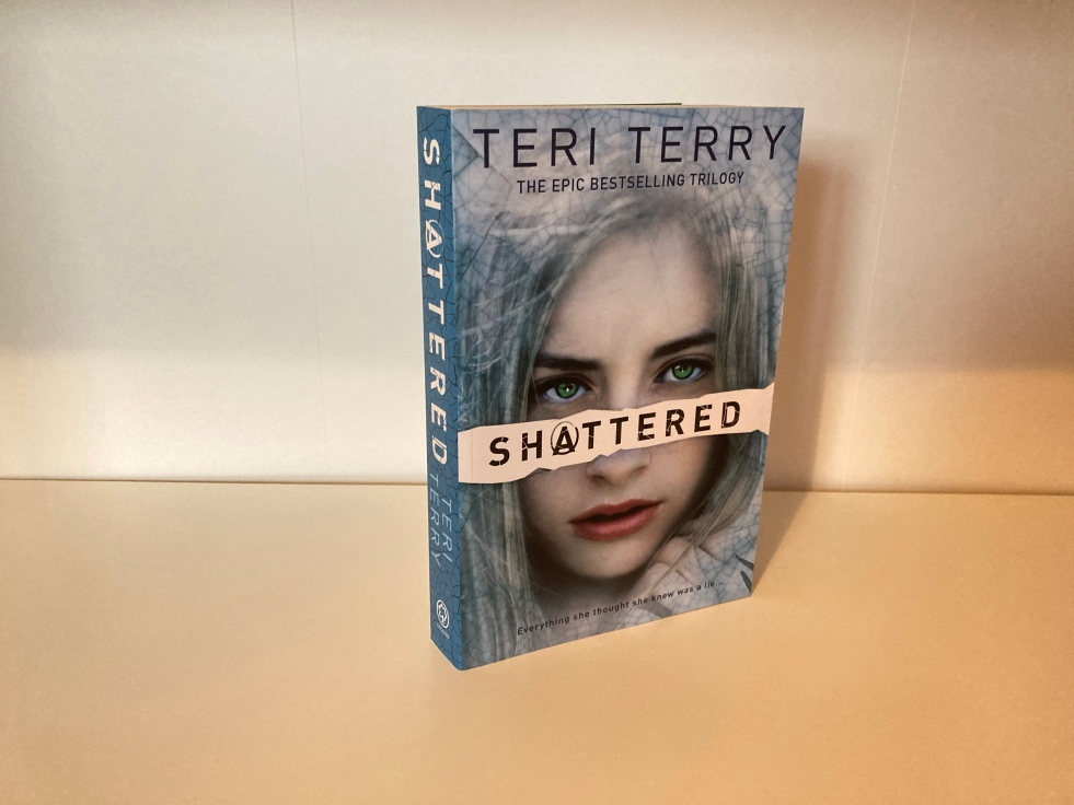 The cover of Shattered by Teri Terry