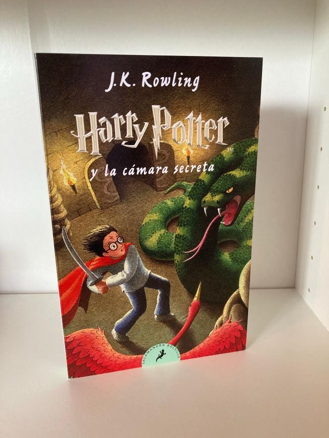 The cover of Harry Potter y la Cámara Secreta by JK Rowling